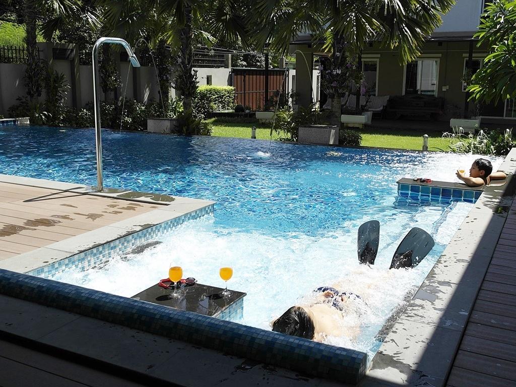 รับออกแบบสระว่ายน้ำ